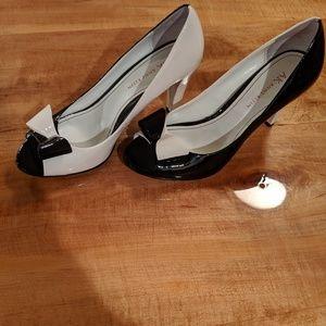 Anne Klein Foxie black white patent heels size 7